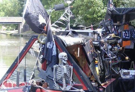 pirate boat with skeleton