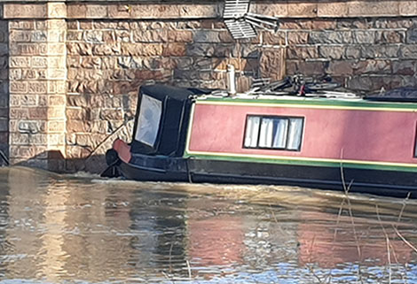 RCR narrowboat at barrow on soar