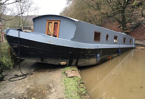 Widebeam grounded on Rochdale Canal