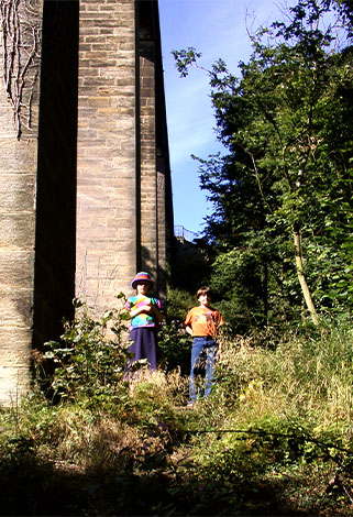Helen & Peter Nye beneath the Pontcysyllte Aqueduct