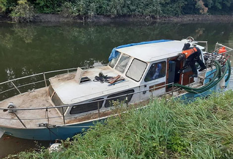 sunken boat on river avon recovered by RCR