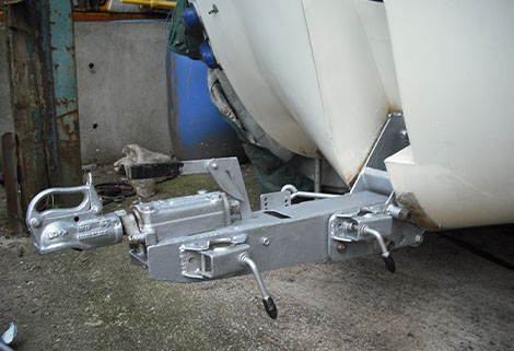 caraboat - folding hitch down